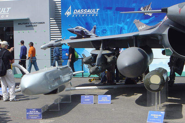 Officials at the load-out and transportation ceremony for the Su Tu Nau topsides. Image courtesy of PetroVietnam Exploration Production Corporation (PVEP).