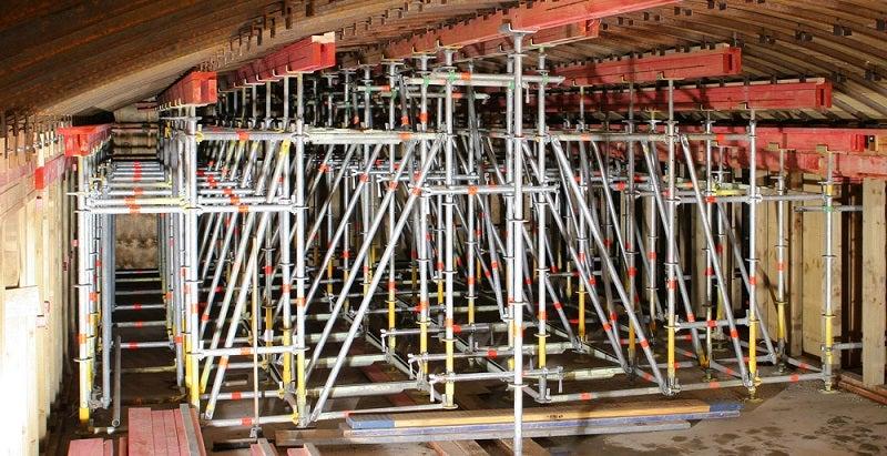 Heavy-duty scaffolding