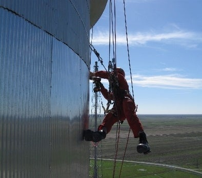 Full rope access training that exceeds SPRAT requirements and job-specific training to master tasks before reaching the field.